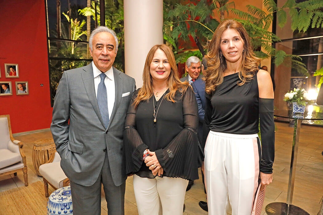 Félix García, Karina Martínez de León y Stella León