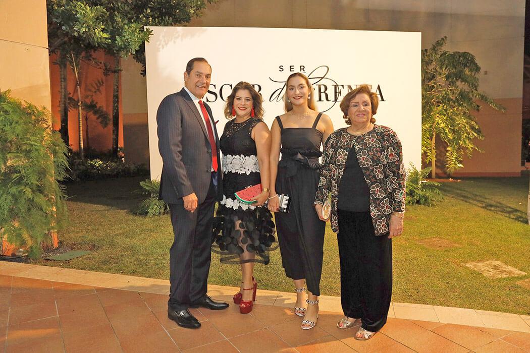 Guillermo León, Michelle Franco de León, Daniela León Franco y Teresita de Franco
