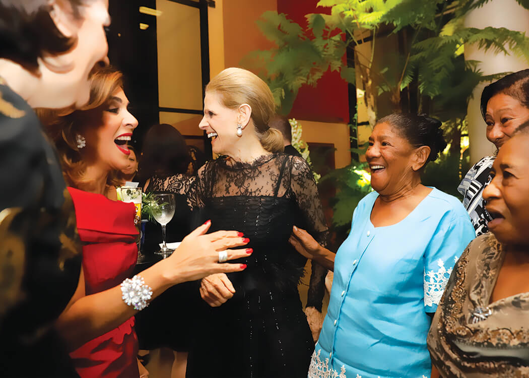 Haydée Kuret de Rainieri, Annette de la Renta and María Soriano
