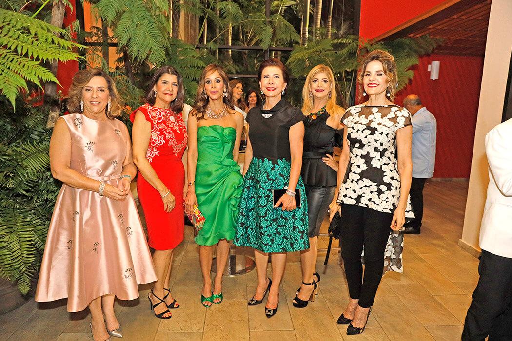 Rosi Bonarelli, Raysa Jorge de Nivar, Letty Rivera, Melba Segura de Grullón, Adelina Jorge y Carmen Dinorah Vicens
